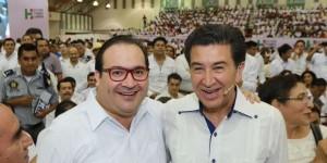 Asiste Javier Duarte al Informe de Actividades del senador Héctor Yunes