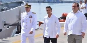 El Presidente Enrique Peña y Javier Duarte en el abanderamiento de patrullas costeras