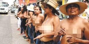Mujeres se desnudan