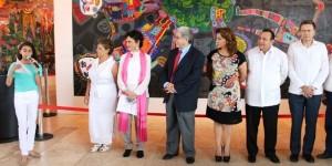 Murales de niños indigenas en museo maya