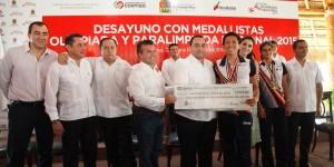 Medallistas, orgullo y ejemplo de Quintana Roo: Roberto Borge
