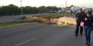 Carretera Playa del Carmen-Puerto Morelos cerrada por hundimiento