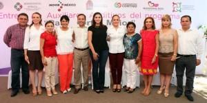 Entrega Mariana Zorrilla de Borge auxiliares auditivos a seis municipios de Quintana Roo