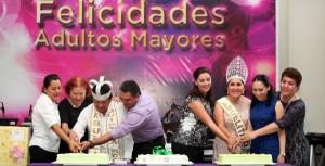 Festeja Mariana Zorrilla de Borge a los Adultos Mayores en la capital de Quintana Roo