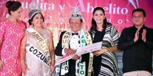 Premia Mariana Zorrilla de Borge a ganadores del concurso Abuelita y Abuelito 2015