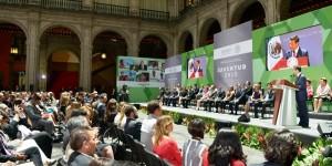 Entrega Enrique Peña Nieto premio nacional de la Juventud 2015