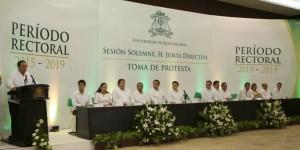 El gobernador Roberto Borge toma protesta como rector de la UQROO a Ángel Rivero Palomo