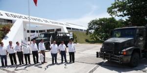 El gobernador Roberto Borge da el banderazo para la entrega de 27 mil tabletas electrónicas