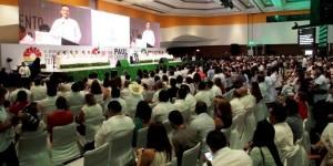Asiste el gobernador Roberto Borge al Segundo Informe de gobierno de Paul Carrillo