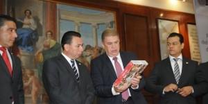Entrega Secretario General de Gobierno Cuarto Informe de resultados de Eruviel Ávila a la Legislatura