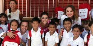 Entrega Mariana Zorrilla de Borge más de 2 mil mochilas y carpetas escolares en Benito Juárez