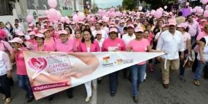 """Participan hombres y mujeres de Tabasco en """"Caminata Rosa"""" contra el cáncer de mama"""