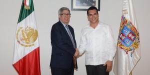 El gobernador de Campeche, Alejandro Moreno se reúne con el cónsul Panamá