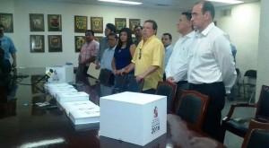 Amet ramos Troconis entrega el presupuesto 2016 al congreso