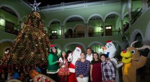 Arbol navideño encienden en palacio de Yucatan RZB