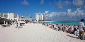 Emprende ZOFEMAT campaña de concientización para limpieza de playas en Cancún