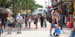 Gran afluencia de turistas en Solidaridad por día de muertos