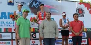 """Encabeza el gobernador la premiación de los ganadores del """"México Ironman Cozumel 2015"""""""
