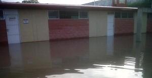 Suspenden clases en Cárdenas, Comalcalco y Paraíso por lluvias intensas