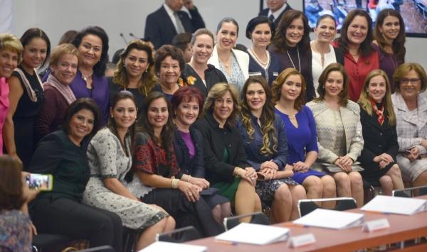Las presidentas de los DIF con Angelica Rivera
