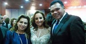 El Gobernador de Yucatán asiste a la entrega de la medalla a la Mujer del Año 2015
