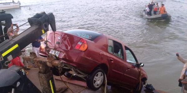 auto rescatado del rio coatzacoalcos