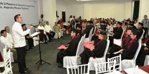Con grandes profesionistas, sin duda Campeche se fortalece: Alejandro Moreno Cárdenas