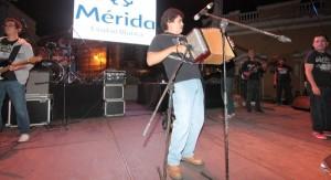 Celso Piña y su Ronda Bogotá ponen a bailar a miles en el Mérida Fest