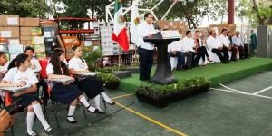Entrega el gobernador, domo, material y anuncia inversión por mil 500 MDP para escuelas de Chetumal