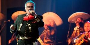 Con un concierto en el Azteca se despide Vicente Fernández