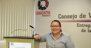 Estudiante de la UJAT recibe premio Canacintra