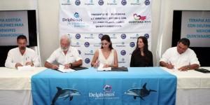 Suscribe Mariana Zorrilla de Borge convenio Delphinus para atender a niños con discapacidad