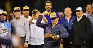 Lanzamiento Inaugural de la temporada 2016 de beisbol, por el Concejal Francisco Peralta