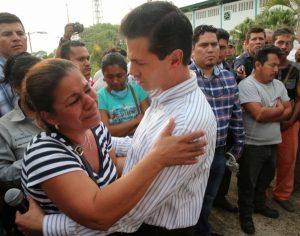 Se compromete el presidente Enrique Peña Nieto con familiares de víctimas en Coatzacoalcos