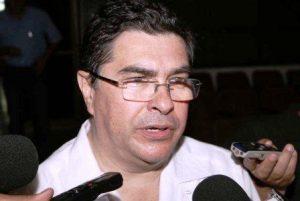 Ningún funcionario debe percibir un salario mayor al del gobernador: De la Vega Asmitia