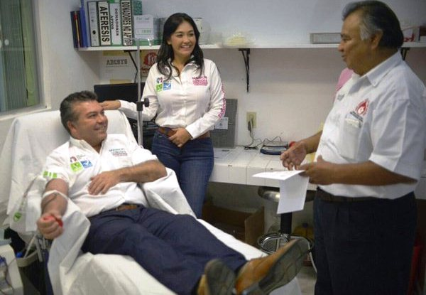 Donando sangre Gongora