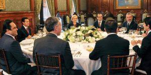 Se reúne el Presidente Enrique Peña Nieto con los comisionados del INAI