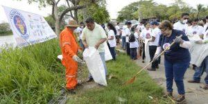 Realizan Voluntarios Modelo limpieza de la orilla de la laguna El Triángulo