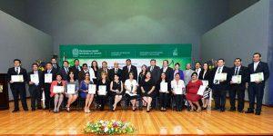Entrega la UJAT reconocimientos por Mérito Académico y Mérito Científico 2016