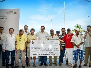 Entrega gobernador de Campeche 17 MDP a Pescadores