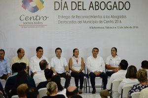 Entrega Gaudiano reconocimientos a 24 abogados destacados del municipio