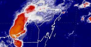 Se registran fuertes lluvias y vientos por el paso de la Onda Tropical por Yucatán