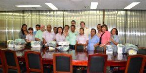 Recibe uniformes el personal sindicalizado del Congreso en Tabasco