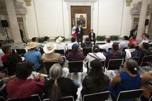 El Secretario de Gobernación se reunió con familiares de estudiantes de Ayotzinapa