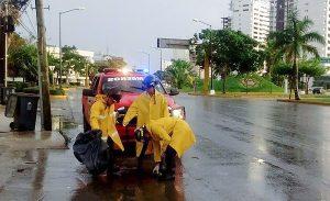 Continúa gobierno municipal de Benito Juárez limpieza de alcantarillas por las lluvias