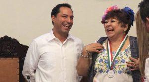 Entrega Ayuntamiento de Mérida, la medalla Héctor Herrera «Cholo» a la actriz «Chonita»