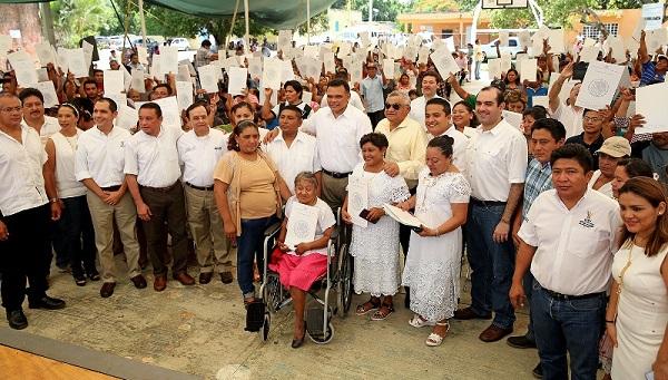 Entregan titulos en Yucatan