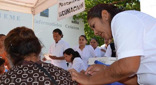 Aplican vacunas en Campeche