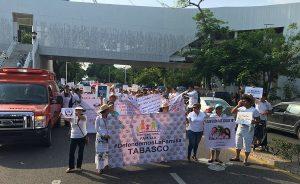 Marchan familias contra adopciones por matrimonio igualitario en Tabasco