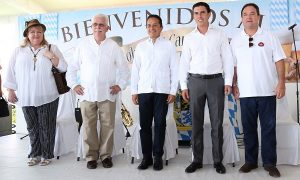 Trabajaremos juntos para fortalecer a los bomberos de Cancún: Remberto Estrada